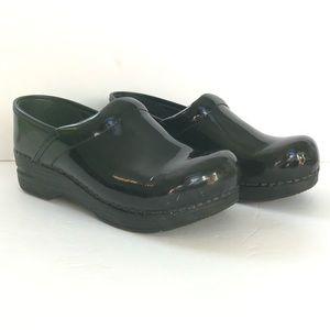 Dansko Clog Patent Leather Size 34